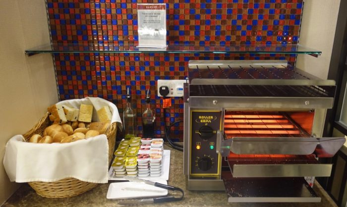 SATSプレミアラウンジ 焼き立てパン