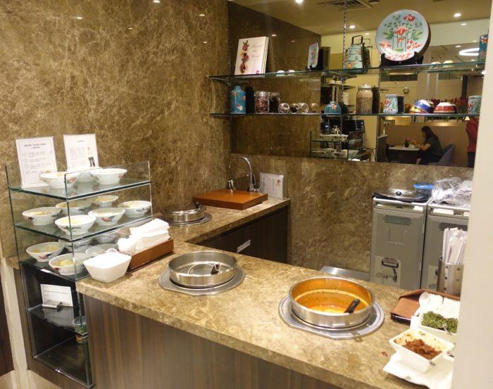 SATSプレミアラウンジスープ&ラクサ