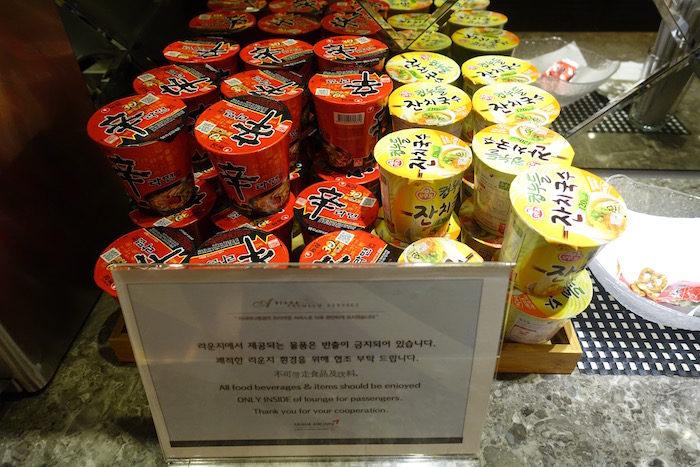 韓国ソウル 仁川国際空港 アシアナビジネスラウンジ カップラーメン